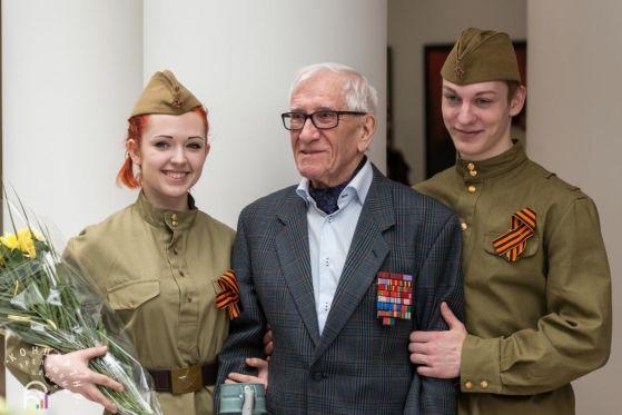 Народный художник России В.И.Макеев